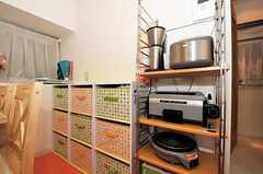 キッチン家電と個別のストッカーの様子。(2010-12-22,共用部,KITCHEN,1F)