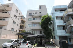 マンションの外観。5Fがシェアハウスです。(2011-07-04,共用部,OUTLOOK,1F)