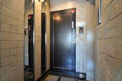 シェアハウスの正面玄関。(2011-07-04,周辺環境,ENTRANCE,5F)