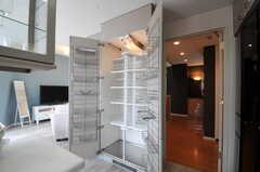 部屋ごとに分けられた食材などを置くスペース。元は食器乾燥機だったそう。(2011-07-04,共用部,KITCHEN,5F)