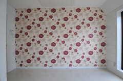 壁紙は花柄です。(507号室)(2011-07-04,専有部,ROOM,5F)