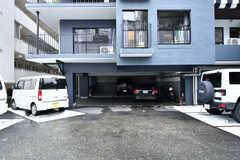 駐車場の様子。(2017-08-31,共用部,GARAGE,1F)