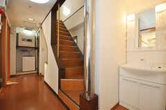 階段と洗面台の様子。(2010-02-05,共用部,OTHER,5F)