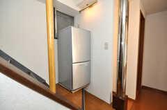 階段には冷蔵庫もあります。(2010-02-05,共用部,OTHER,5F)