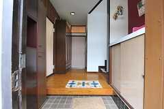 正面玄関から見た内部の様子。(2013-10-10,周辺環境,ENTRANCE,1F)