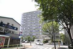 マンションの外観。1室がシェアハウスです。(2011-07-25,共用部,OUTLOOK,1F)