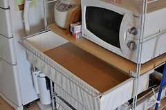 収納棚は部屋ごとに分けられた食材などを置くスペースとなっています。(2011-07-25,共用部,OTHER,7F)