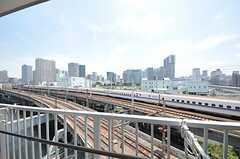 ベランダの様子。新幹線も見えます。(7011号室)(2011-07-25,専有部,ROOM,7F)
