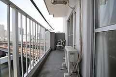 7013号室と7014号室のベランダは繋がっています。(2011-07-25,専有部,ROOM,7F)