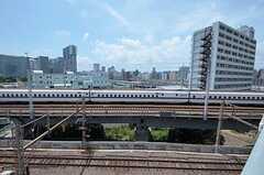 ベランダからは新幹線。(7014号室)(2011-07-25,専有部,ROOM,7F)