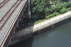 シェアハウスの玄関前にある避難階段からは、運河を見下ろすことができます。(2011-07-25,共用部,OTHER,7F)