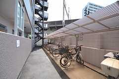自転車置場の様子。  (2011-07-25,共用部,GARAGE,1F)