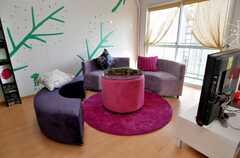 シェアハウスのラウンジの様子3。壁のペイントは運営事業者さんの手によるもの。(2009-02-06,共用部,LIVINGROOM,8F)
