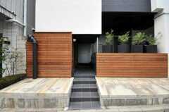 シェアハウスの正面玄関。(2010-05-27,周辺環境,ENTRANCE,1F)