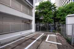 駐輪場の様子。(2010-05-27,共用部,GARAGE,2F)