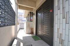 玄関ドアの様子。(2013-05-09,周辺環境,ENTRANCE,1F)