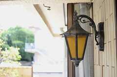 レトロな玄関灯の様子。(2013-05-09,周辺環境,ENTRANCE,1F)