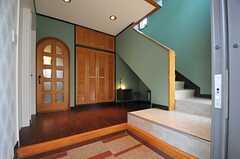 正面玄関から見た内部の様子。(2013-05-09,周辺環境,ENTRANCE,1F)
