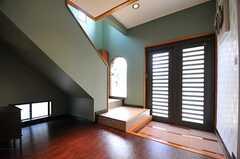内部から見た玄関周辺の様子。(2013-05-09,周辺環境,ENTRANCE,1F)