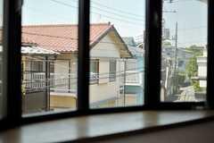 出窓からの風景はこんな感じ。(201号室)(2013-05-24,専有部,ROOM,2F)
