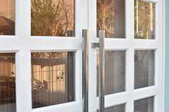 玄関のドアハンドル。ナンバー式の鍵を設置予定とのこと。(2017-01-12,周辺環境,ENTRANCE,1F)