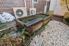 プランターの様子。入居者は自由に植物を育てることができるそうです。(2018-12-14,共用部,GARAGE,1F)