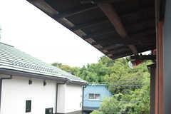 屋根の裏側はちょっとレトロな感じ。物干し竿が設置される可能性があるとのこと。(2016-08-30,共用部,OTHER,2F)
