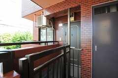 門扉の奥が、シェアハウスの正面玄関です。(2012-08-03,周辺環境,ENTRANCE,2F)