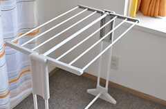 備え付けの室内干しラック。(201号室)(2012-08-03,専有部,ROOM,2F)