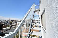 階段は屋上に続いています。(2017-03-08,共用部,OTHER,2F)