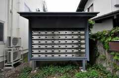 正面玄関横のポストの様子。(2010-07-02,共用部,OTHER,1F)