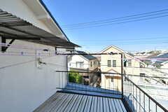 バルコニーの様子3。一部は屋根付きになっています。(2019-10-30,共用部,OTHER,2F)