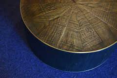 リラックススペースの丸テーブルも、木製です。(2019-07-30,共用部,LIVINGROOM,1F)