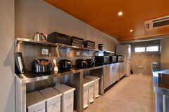 オーブンレンジ、炊飯器、電気ケトル、トースターの様子。(2019-07-30,共用部,KITCHEN,1F)