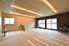 屋内駐輪場の様子。(2019-07-30,共用部,GARAGE,1F)
