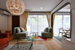 窓際のソファの様子。(2017-07-24,共用部,LIVINGROOM,1F)