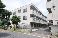 シェアハウスの外観。元は学生寮の建物です。(2012-08-29,共用部,OUTLOOK,1F)
