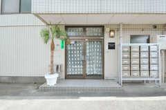 シェアハウスの正面玄関。(2012-10-08,周辺環境,ENTRANCE,1F)