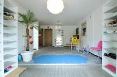 正面玄関から見た内部の様子。左手の廊下がラウンジに繋がっています。(2012-10-08,周辺環境,ENTRANCE,1F)