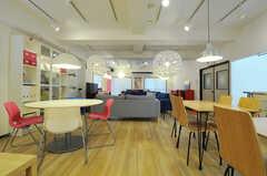 柱がなく、広々とした空間です。(2012-10-08,共用部,LIVINGROOM,1F)