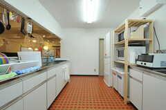 反対側から見たキッチンの様子。(2012-10-08,共用部,KITCHEN,1F)