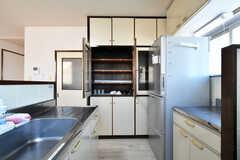 食器棚の様子。専有部ごとに食器類を保管できるスペースが設けられています。(2019-04-04,共用部,KITCHEN,3F)