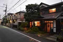 近隣のカフェ「松庵文庫」。(2015-12-03,共用部,ENVIRONMENT,1F)