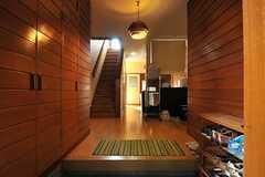 玄関から見た内部の様子。(2013-11-26,周辺環境,ENTRANCE,1F)