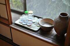 ふすまを開けると、焼き物。(2013-11-26,共用部,LIVINGROOM,1F)