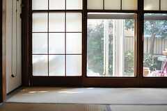 ふすまは雪見障子です。(2013-11-26,共用部,LIVINGROOM,1F)