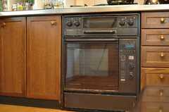 オーブンが設置されています。(2013-11-26,共用部,KITCHEN,1F)