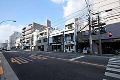 シェアハウスから各線・吉祥寺駅へ向かう道の様子。(2013-11-26,専有部,ROOM,2F)