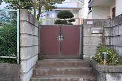 シェアハウスの門扉。(2011-10-27,周辺環境,ENTRANCE,1F)