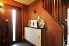 内部から見た玄関周りの様子。(2011-10-27,周辺環境,ENTRANCE,1F)